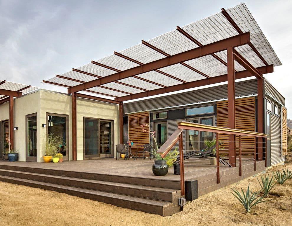 Стильная терраса с односкатной крышей из поликарбоната