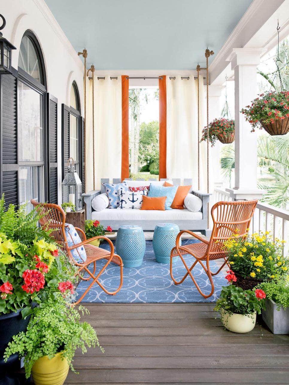 Цветы и зелень в горшках добавят свежести, элегантности и гармонии в любой интерьер