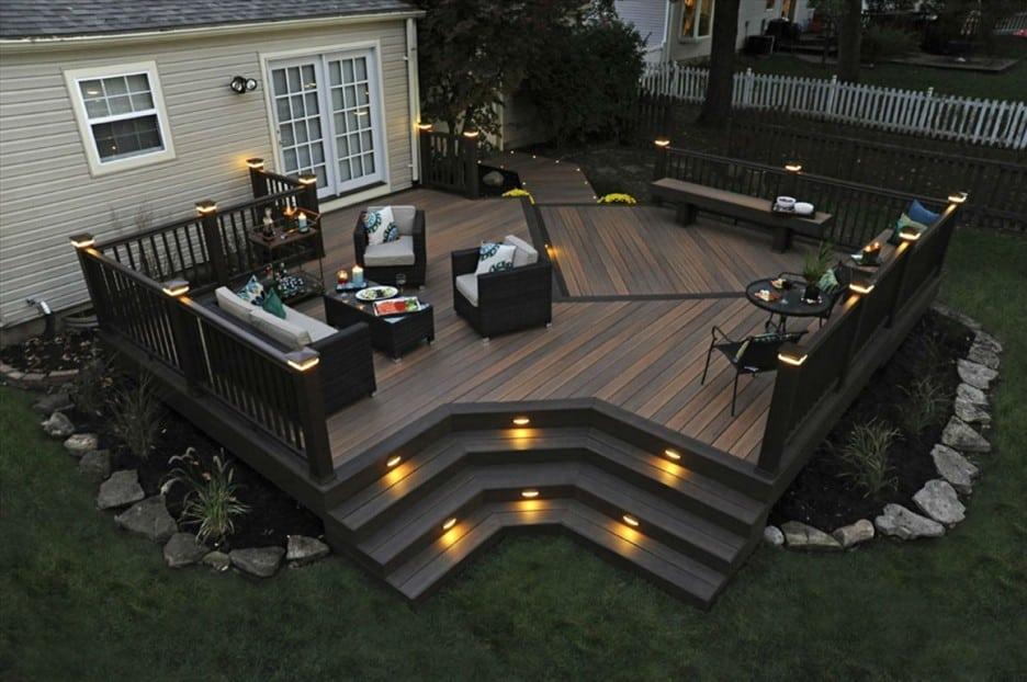 Красивая подсветка террасы встроенными точечными светильниками