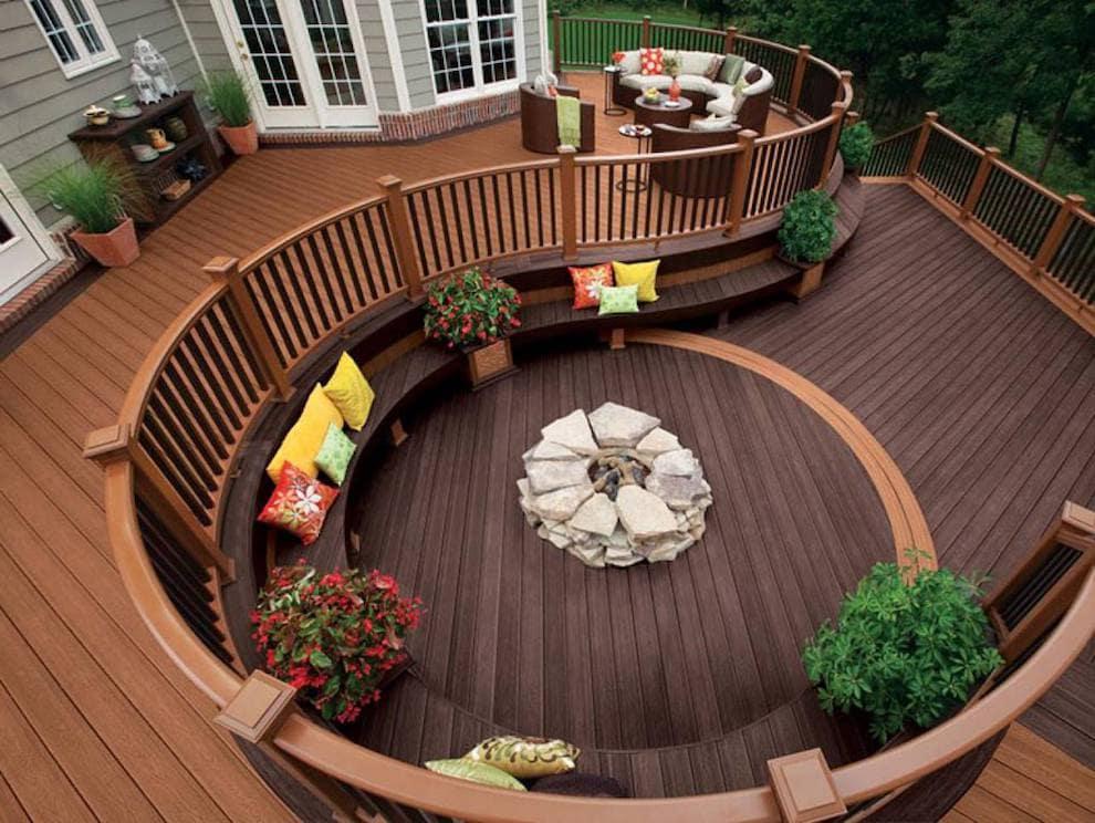 Плавные линии конструкции террасы - подчеркнут её элегантный стиль
