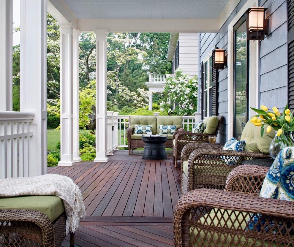 Оригинальные кресла из натурального ротанга - отличный способ добавить интерьеру тепла и семейного уюта