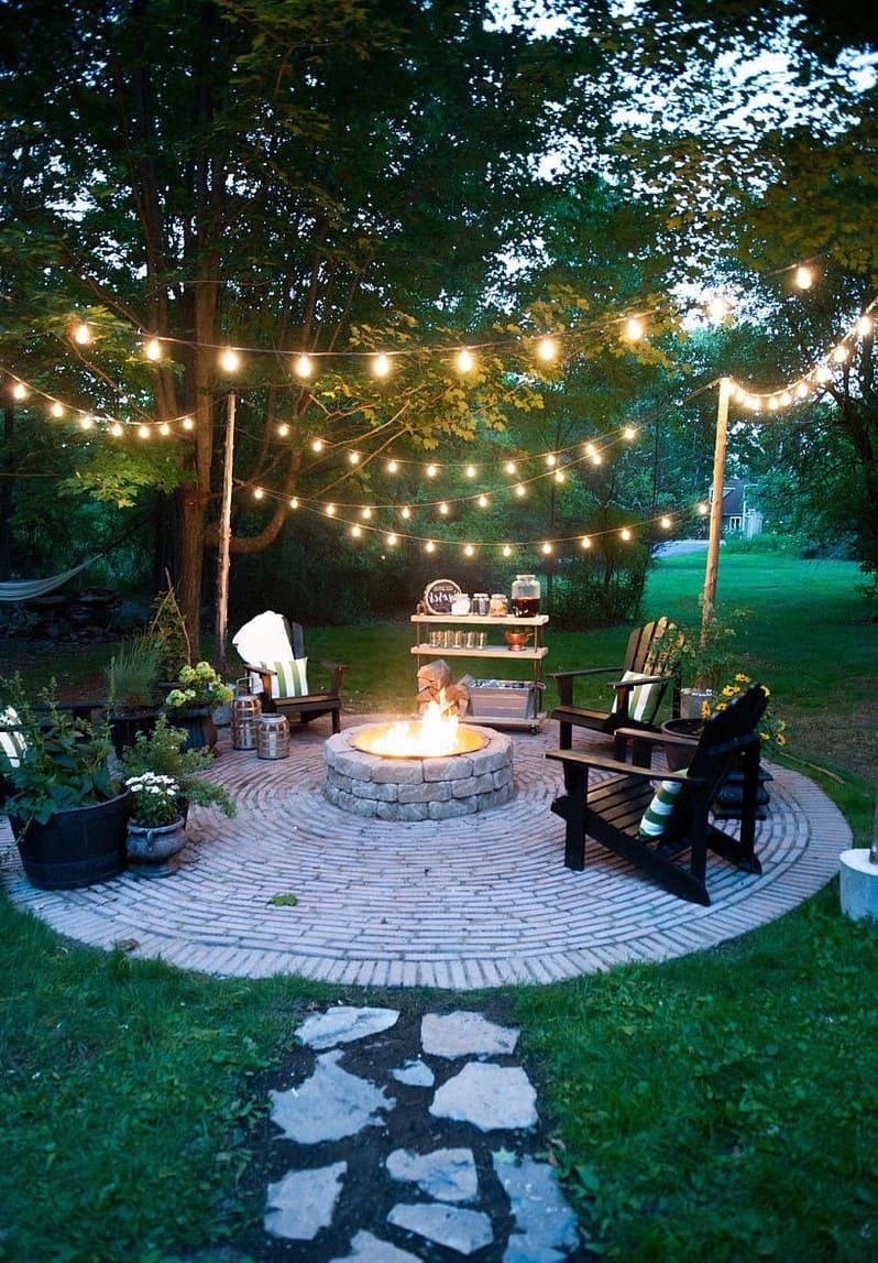 Вечерняя подсветка создаст совершенно особенную, романтическую атмосферу в саду