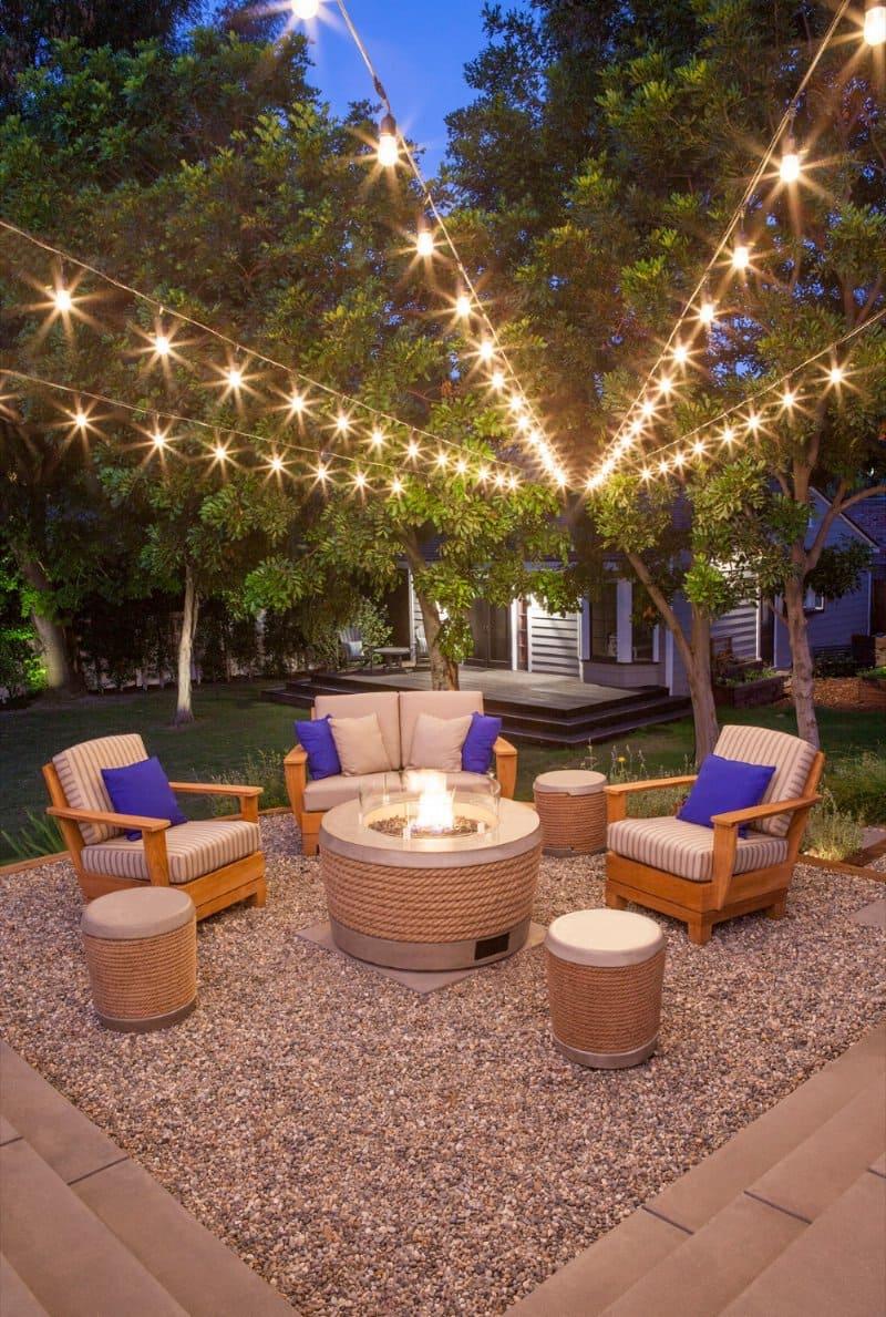 Садовая мебель во дворе, выполнять не только практическую, но и эстетическую функцию
