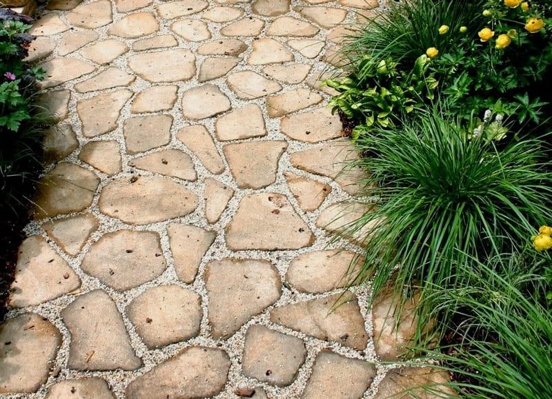 Оригинальная дорожка из плоского камня