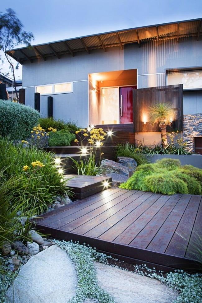 Необычный ландшафтный дизайн заднего двора дома