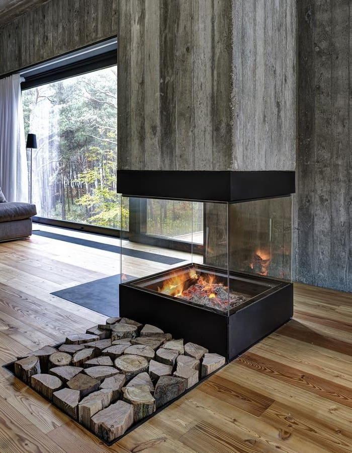 Для каминов закрытого типа применяют специальное закаленное стекло, устойчивое к высоким температурам