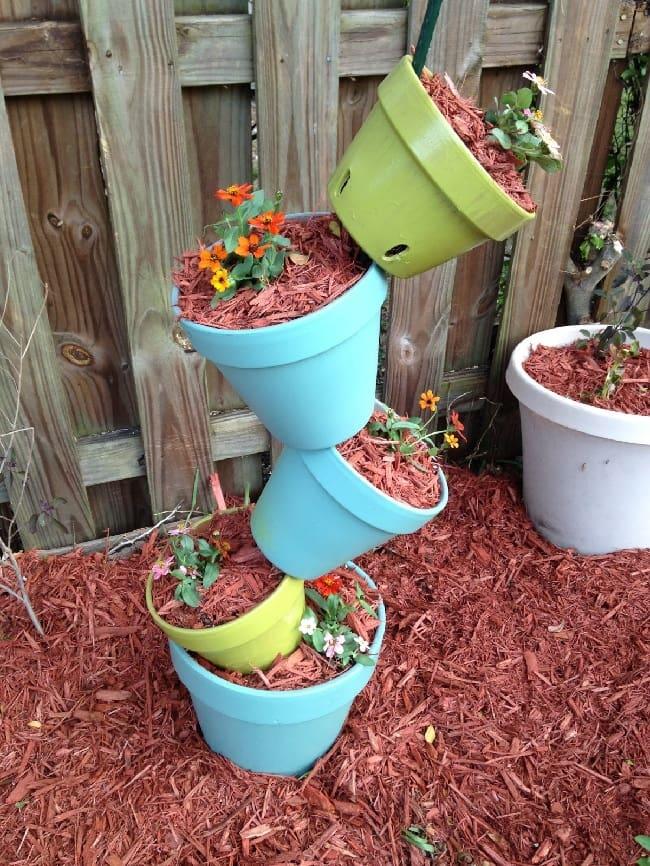 Нестандартное решение по применению цветочных горшков