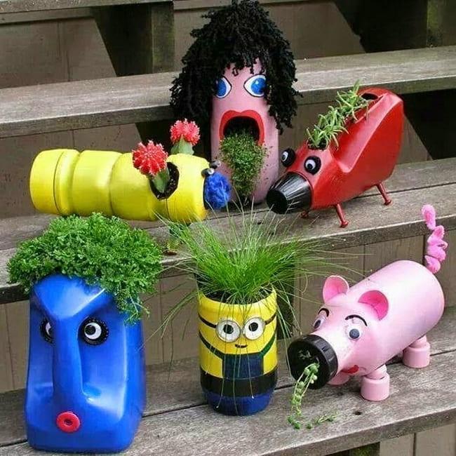 Веселые фигурки в саду добавят позитивного настроения