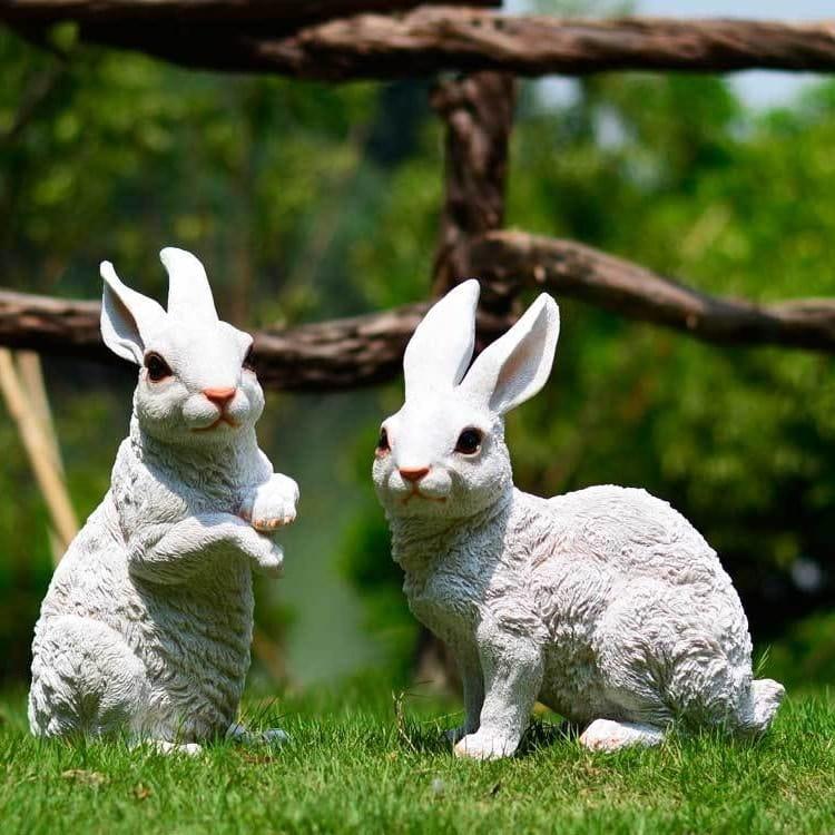 Придать саду индивидуальности помогут гипсовые фигурки милых кроликов