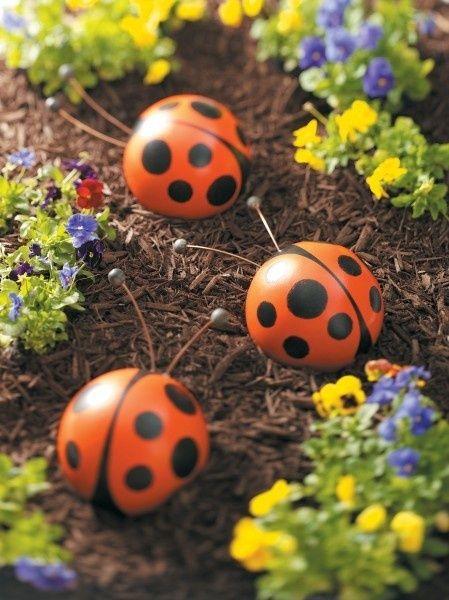 Фигурки для сада изготовленные собственноручно всегда выглядят стильно и красиво