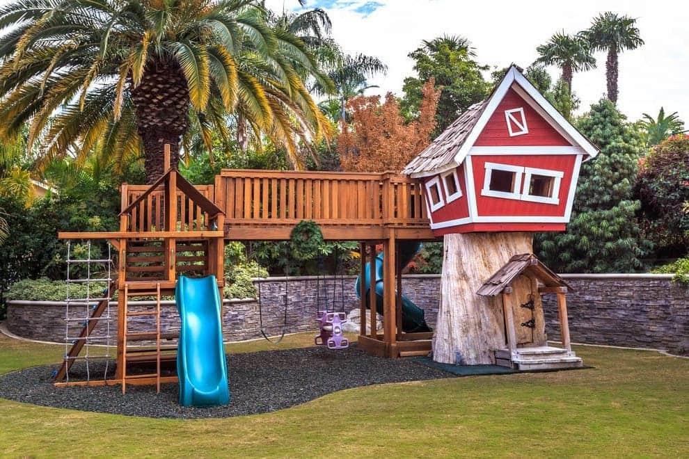Чтобы построить безопасную и качественную детскую площадку понадобятся определенные строительные навыки и знания