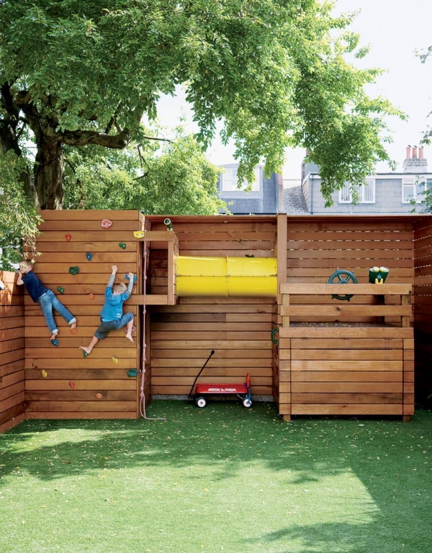 Искусственный газон также очень часто используется в качестве покрытия для игровых детских площадок