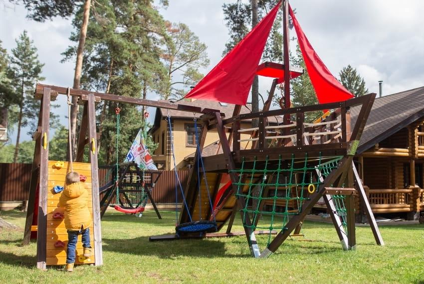 Многофункциональная игровая детская площадка из дерева