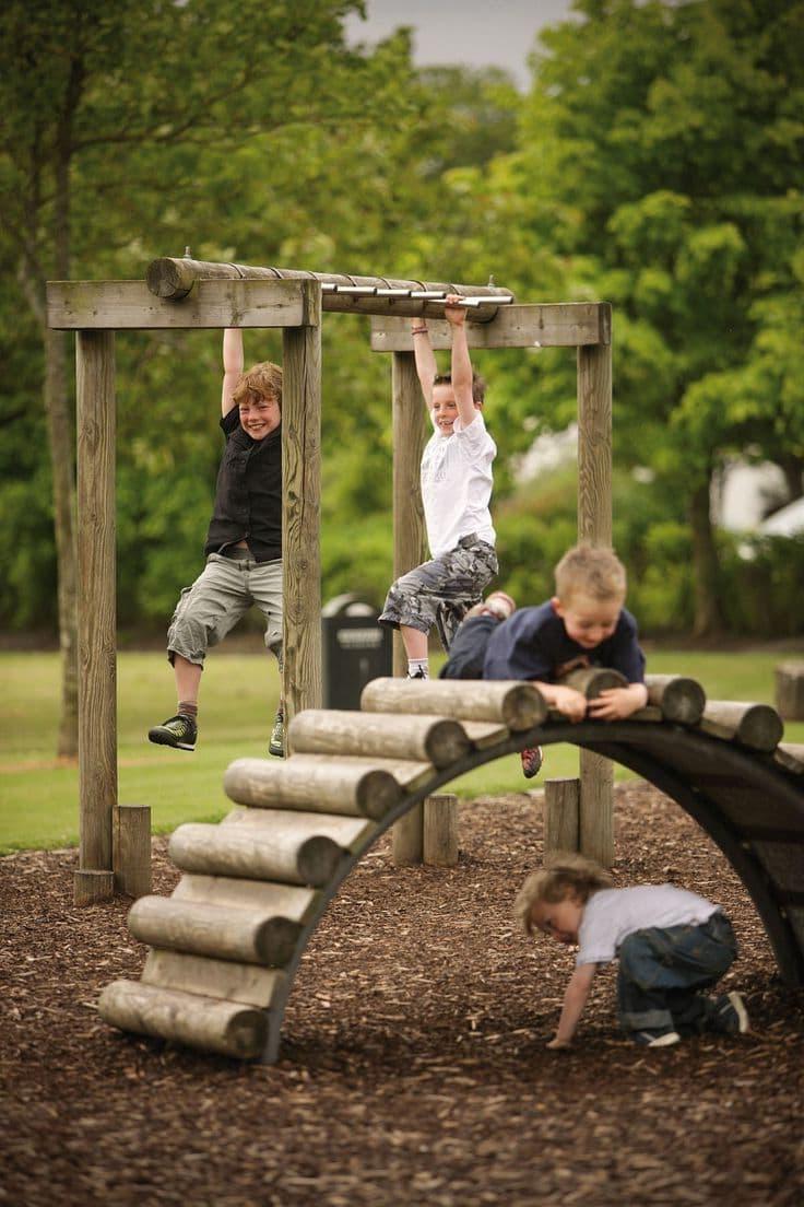 Любой загородный дом будет иметь дополнительное преимущество, если во дворе рядом с ним, своими руками качественно обустроить детскую площадку