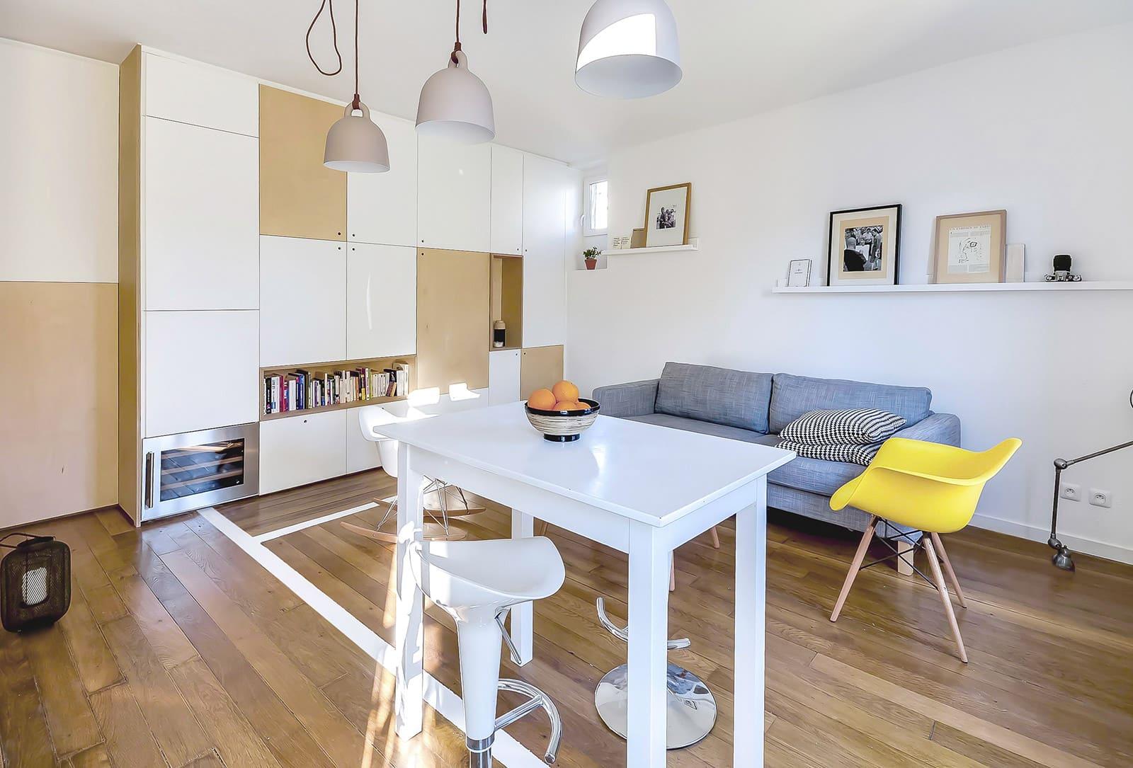 Использование натуральных материалов - модный тренд в оформлении интерьеров квартир-студий