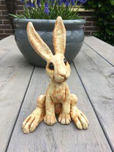 заяц из гипса