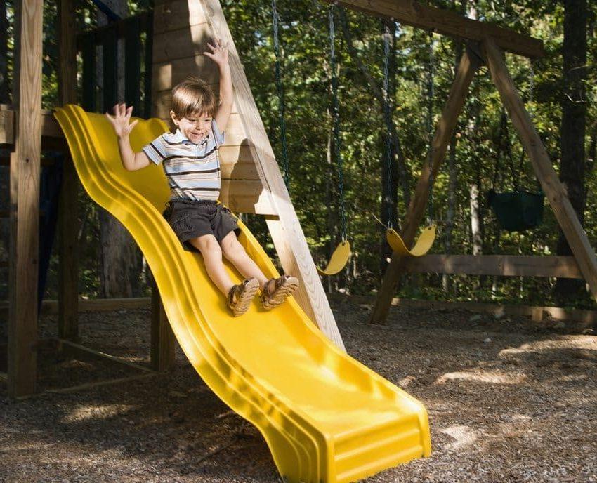 Пластиковый спуск - идеальное решение для современной детской горки на даче