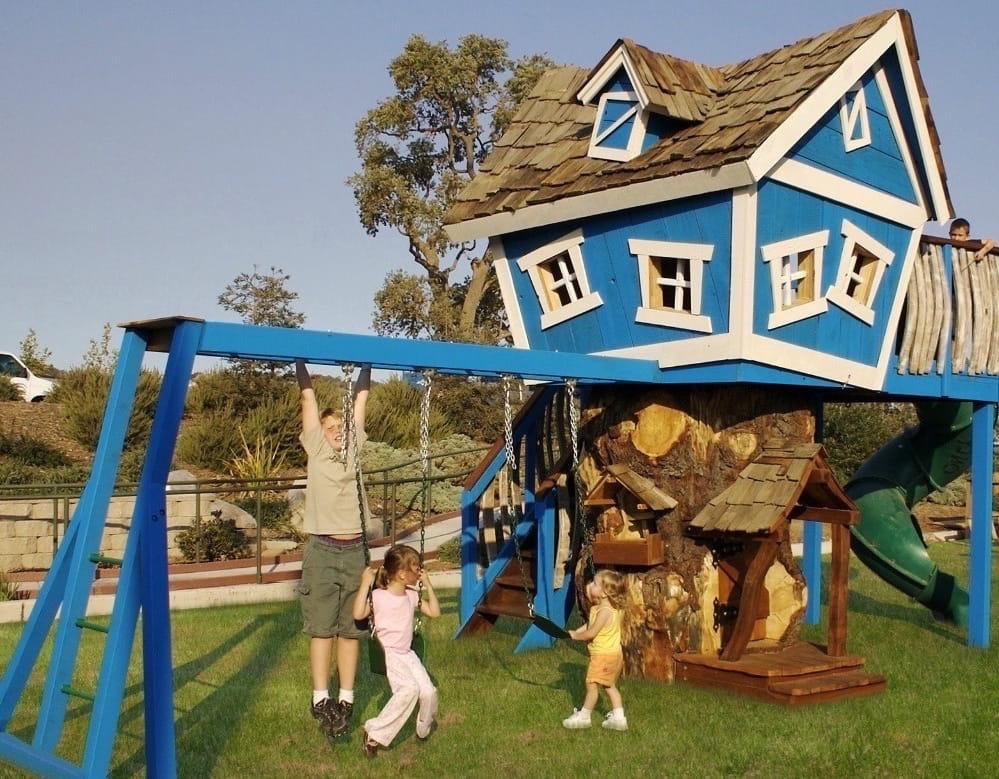 Ствол спиленного дерева отлично подойдет в качестве площадки для строительства детского домика на дереве