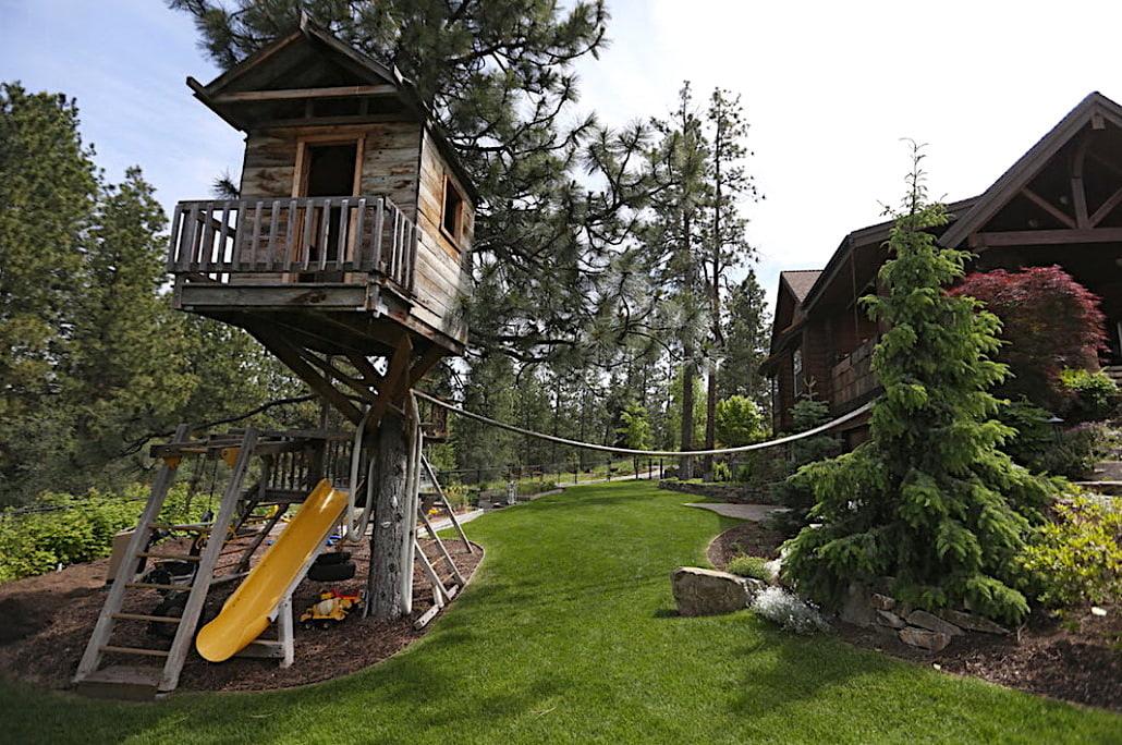 Строительство домика на дереве потребует определенных навыков и сноровки
