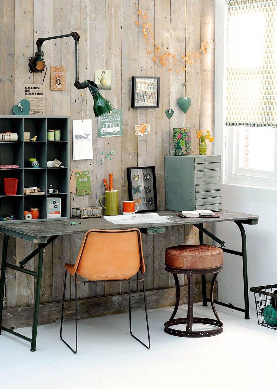 Интересное решение оформления небольшого функциональный офиса на дому