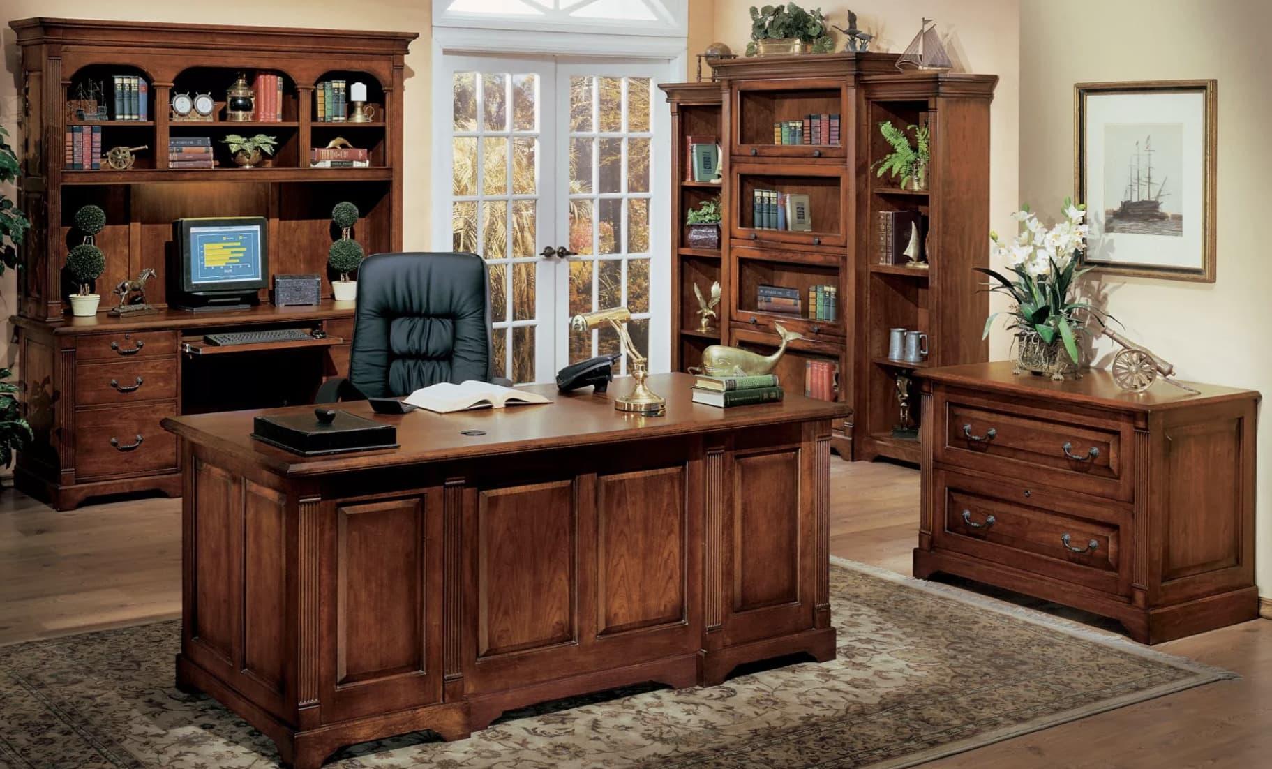 Мебель из массива добавит рабочему кабинету грациозности и комфорта