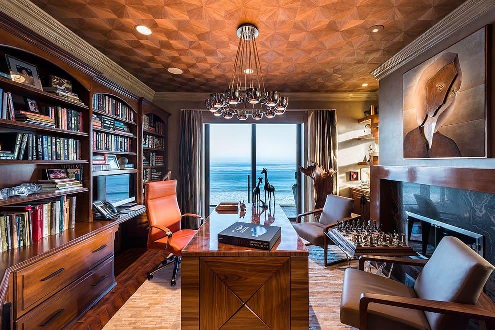 Дизайн кабинета в классическом интерьере отличает практичность и функционализм