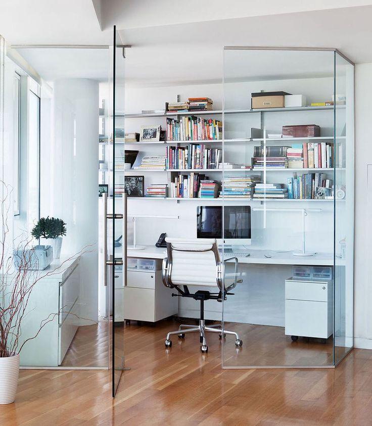 При помощи стеклянных перегородок из закаленного стекла можно разделить пространство на две зоны