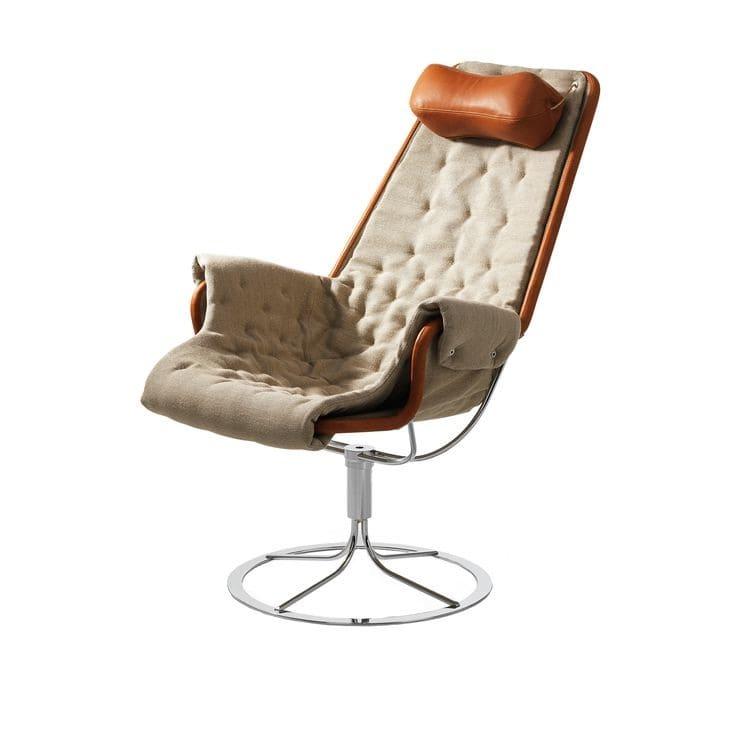 Компьютерное кресло должно быть максимально комфортным для длительного пребывания за столом