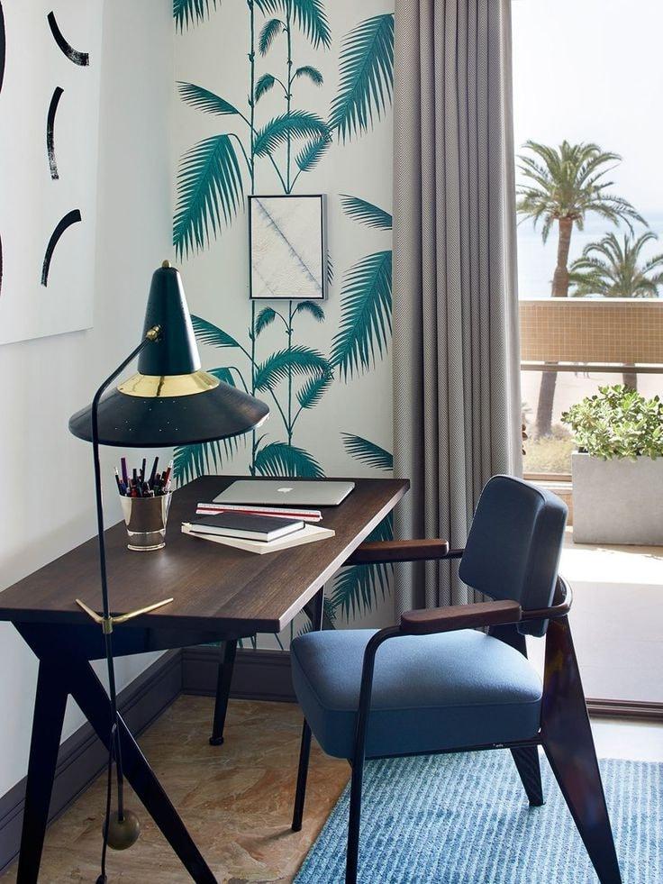 Стиль кабинета выполнен на подобии вида из окна