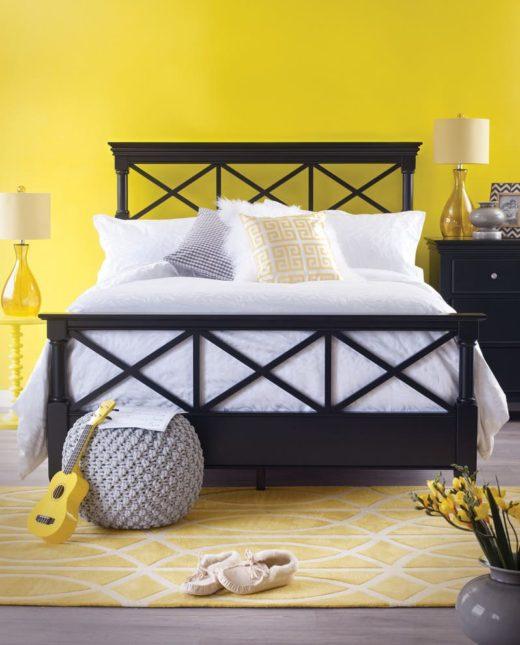 Благородный желтый цвет хорошо сочетается с светлыми и темными тонами