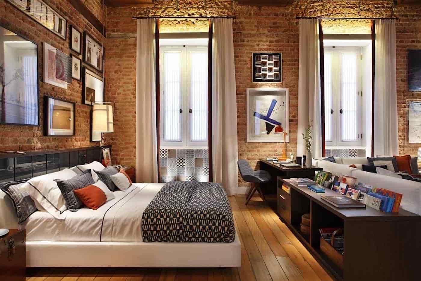 Роль перегородки для зонирования пространства может выполнить невысокая тумба поставленная перед кроватью