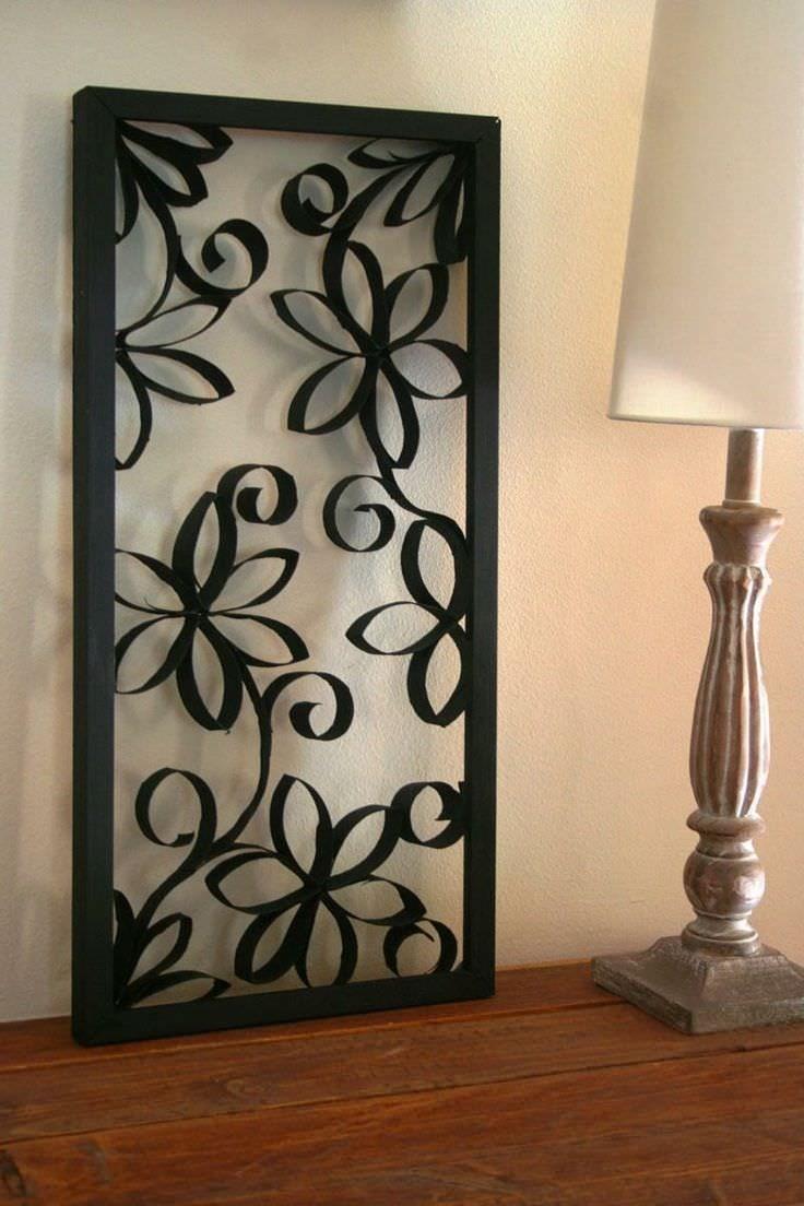 Красивая декоративная рамка, выкрашенная в благородный черный цвет, добавит интерьеру оригинальности и изысканности