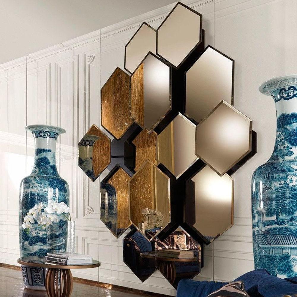 Разноуровневая мозаика из зеркал сделает интерьер легким и современным