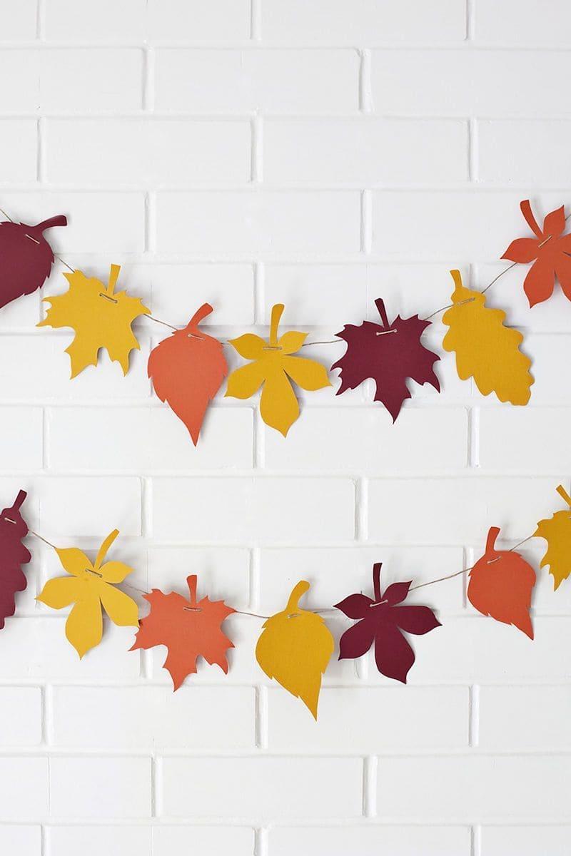 Светлые стены лучше всего выполняют функцию фона для яркого настенного декора