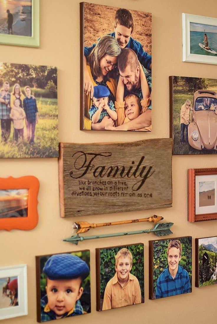 Красиво развесить фотографии на стене можно разными способами, главное чтобы изображения на них излучало любовь и тепло