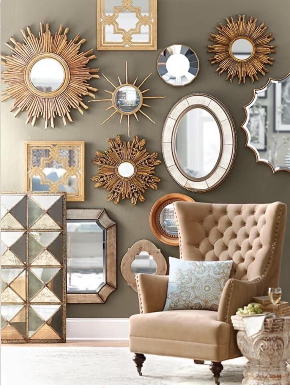 Живописный колорит и удивительная гармония красивых зеркал на стене выполненных в едином стиле с обивкой мебели