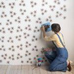 нанесение рисунка на стену через трафарет своими руками