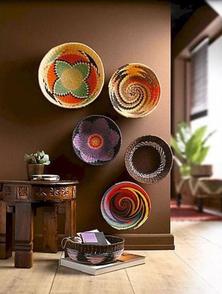 Инсталляции из плетеных тарелок на стене станет особой изюминкой интерьера вашего дома