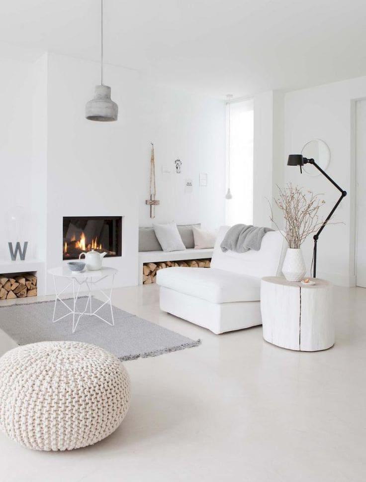 Современный интерьер гостиной комнаты с камином