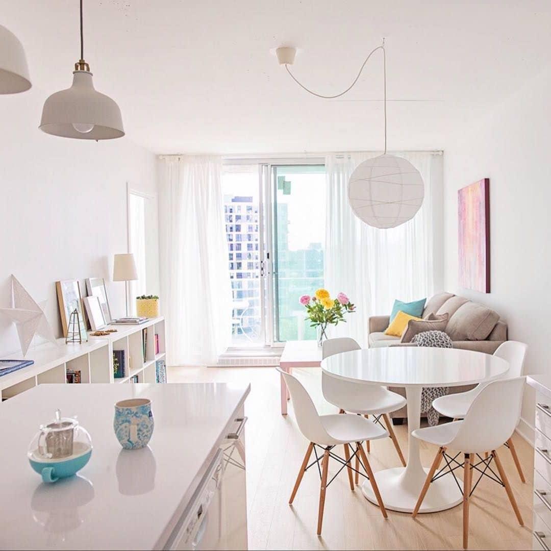 Добавление ярких элементов разделяют комнату на необходимые зоны