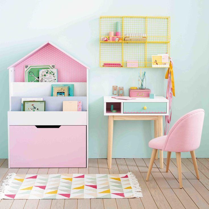 Миниатюрные предметы мебели для девочки, соответствующие ее возрасту
