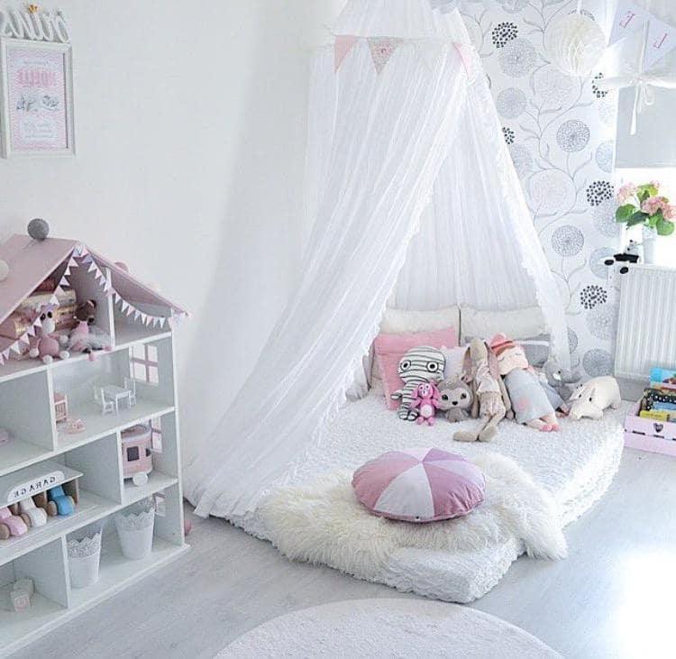 Детская комната в белом цвете всегда будет изысканной и красивой