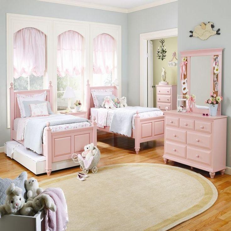 Сочетание белого с розовым делает интерьер особенно легким и воздушным