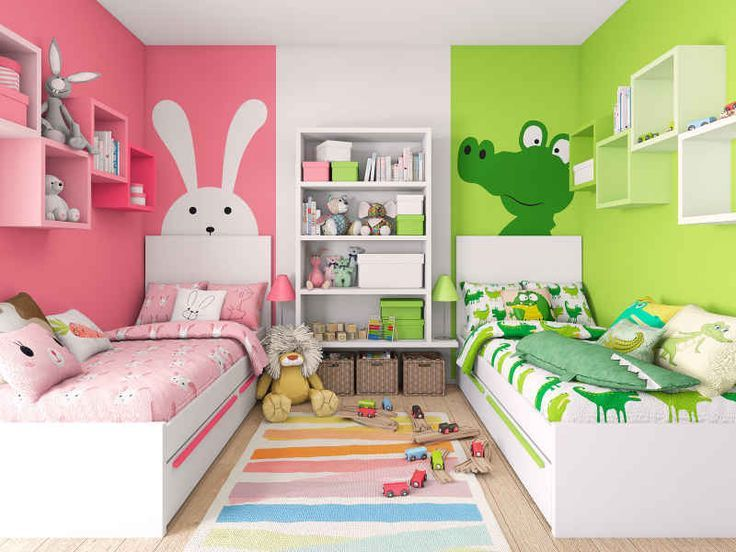 Яркая комната с веселыми персонажами на стенах