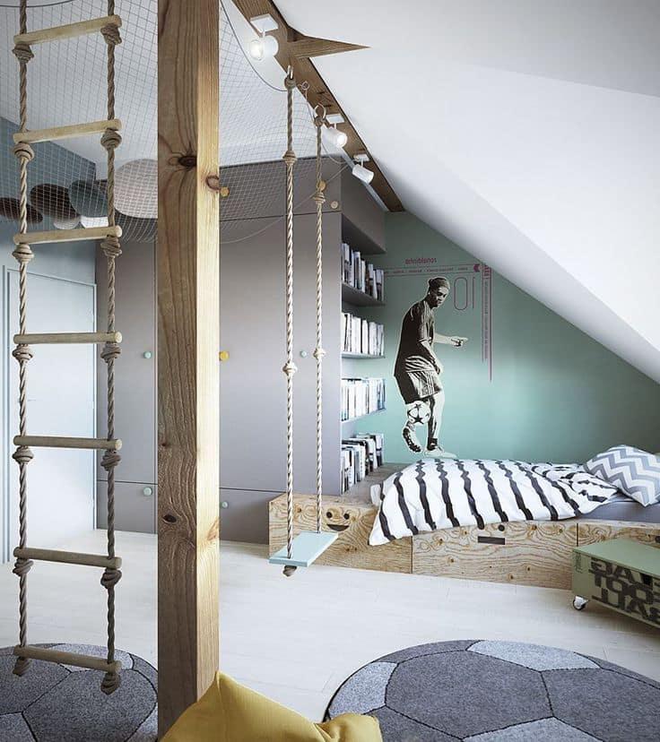 Необычный интерьер спальни юного футболиста