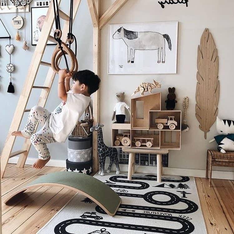 Подвижные и активные игры очень полезны для детей
