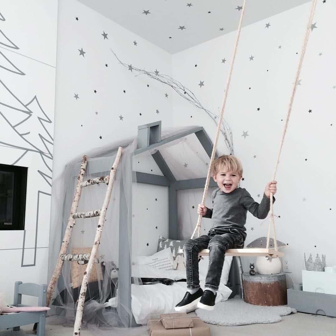Качели в детской - отличный вариант для комнаты подростка