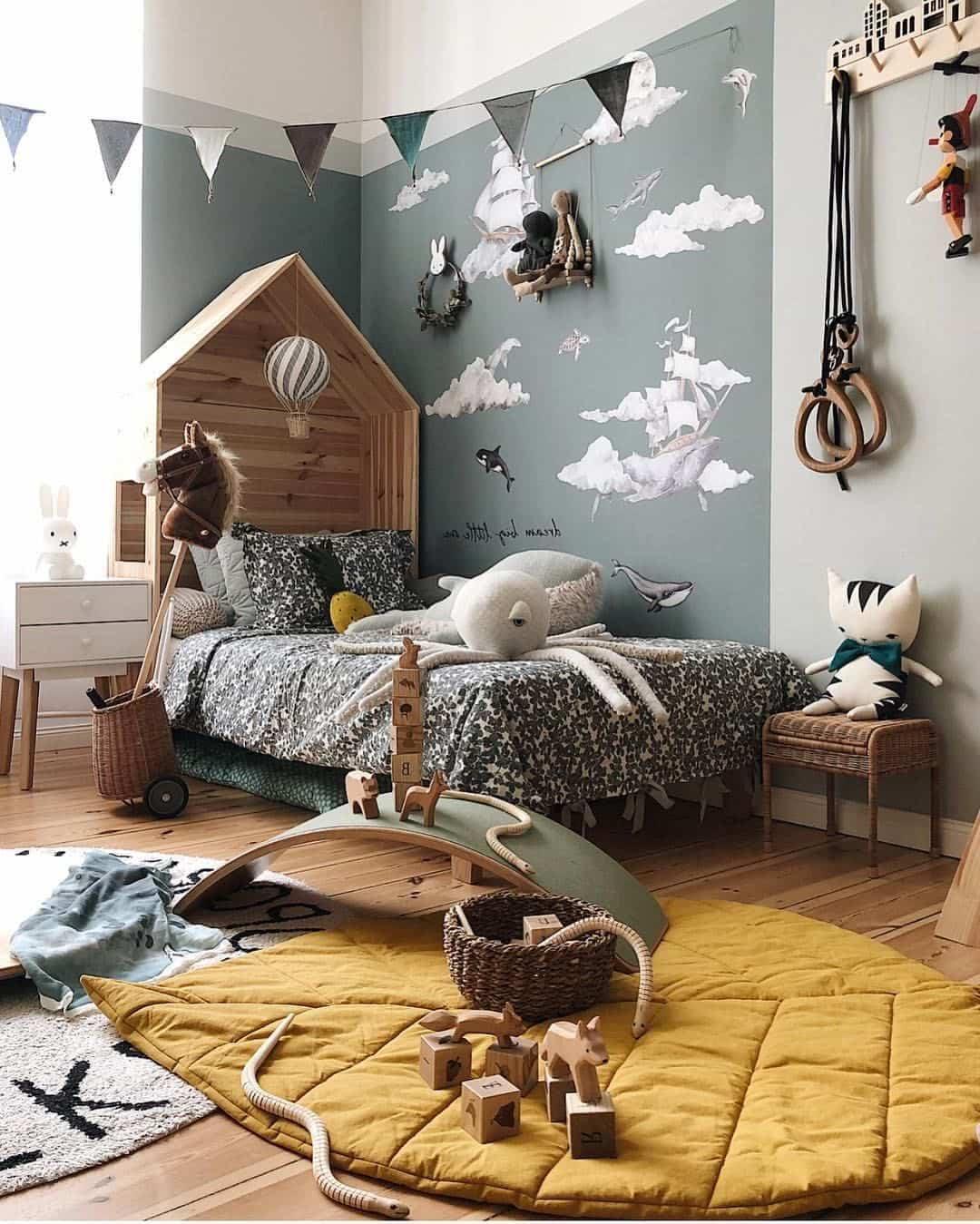Мягкий ковер - обязательная деталь в интерьере комнаты малыша