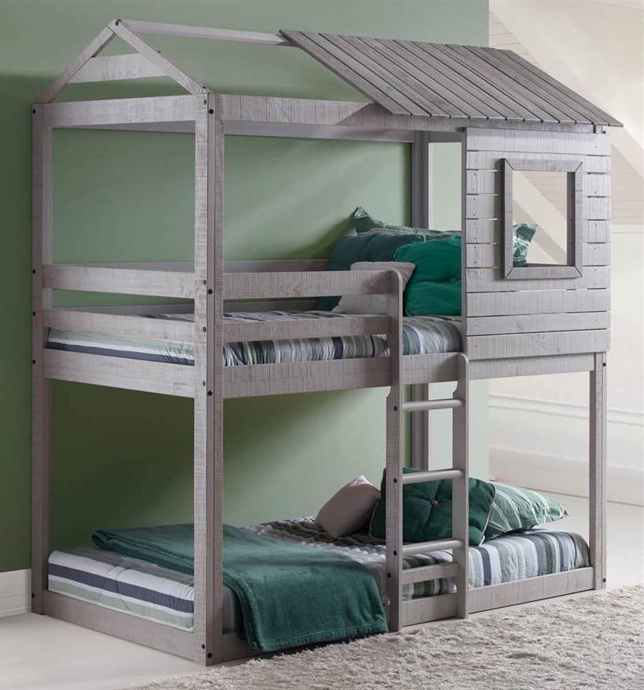 Красивая двухъярусная кровать для мальчиков