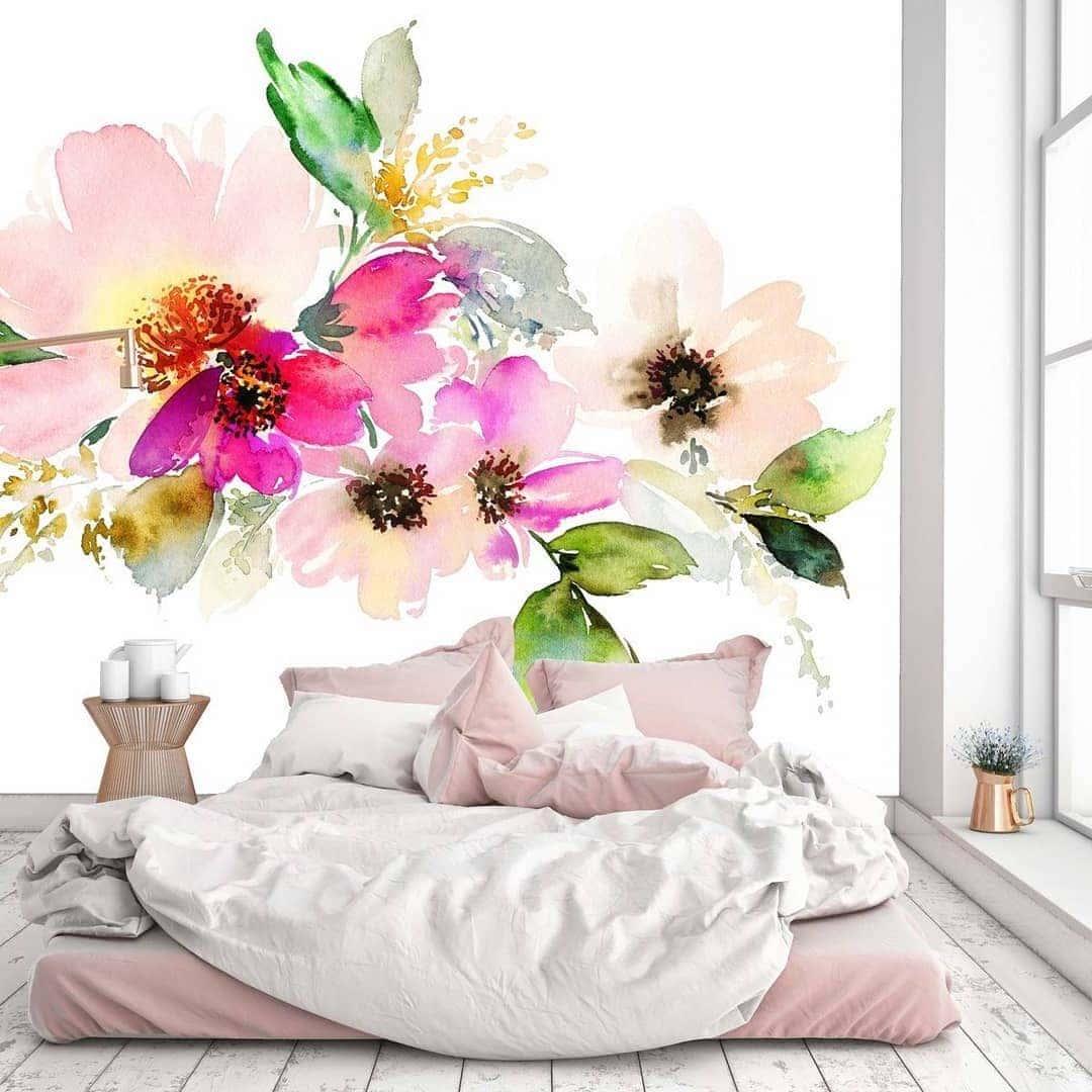 Красивая спальня в нежных цветочных оттенках